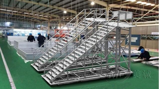 踏步工业梯