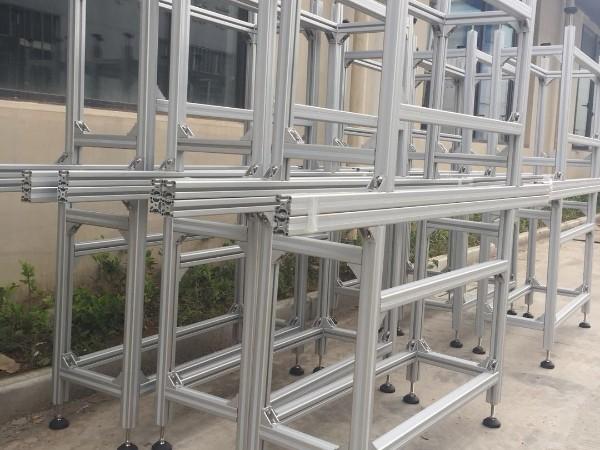 铝型材框架定制而成的工作台_防护围栏_工艺看板介绍
