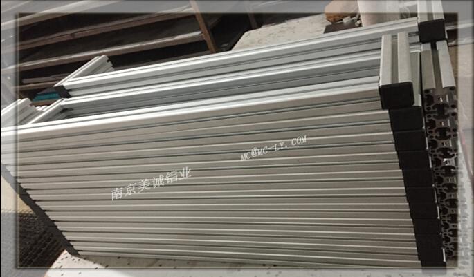 铝型材围栏组装成片01