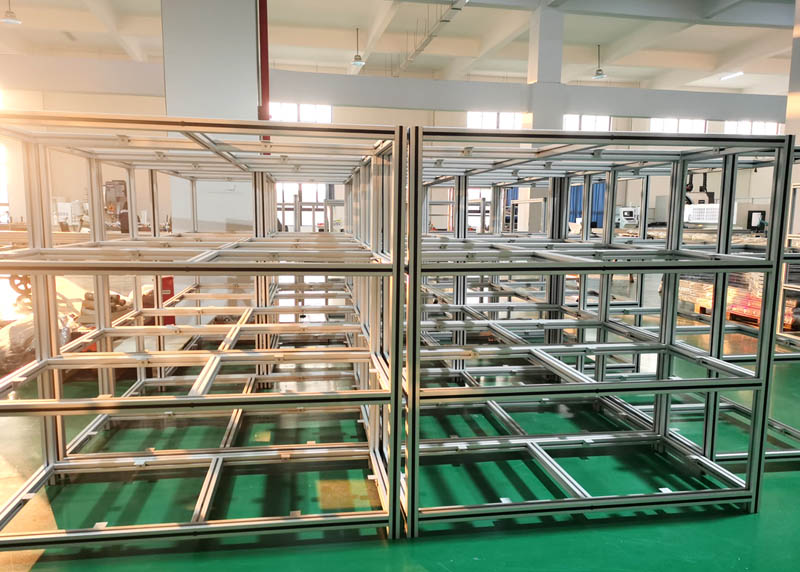工业铝型材加工现场
