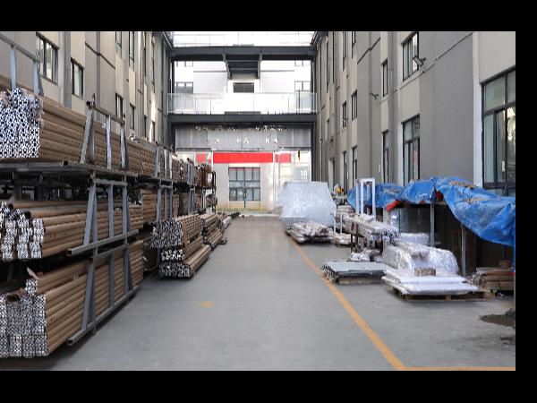 工业铝型材存放